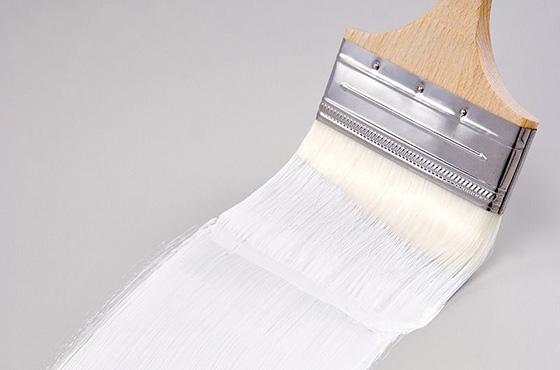 几乎所有的乙烯基建筑产品(包括墙面、窗框、地板和栅栏)中都含有钛白粉。用于管道设备和其他用途的 PVC 管材也包含钛白粉。在这些产品中,钛白粉通过吸收来自太阳的紫外线 (UV) 为乙烯基提供了保护。这样就可以防止乙烯基的降解,为这些产品提供长达终生之久的外观保护。在您的家庭地板产品中,也可能使用了钛白粉。乙烯基和层压地板 产品都使用了钛白粉。 应用型号: R-102 R-103 R-105 R-960